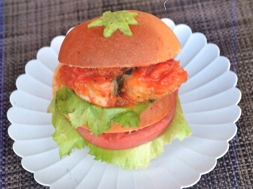 小松とまとづくしの鮭バーガー