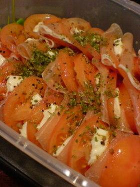 トマトとモッツァレラチーズのサラダ♪