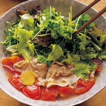 豚肉と香味野菜たっぷりのエスニック鍋