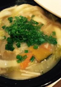 土鍋で熱々 冬野菜のほうとう豚汁