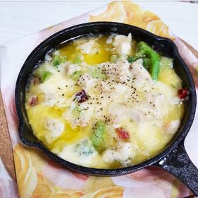 モッツァレラチーズの鶏肉アヒージョ