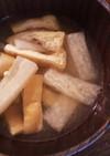 出汁をとって作る大根と油揚げの味噌汁