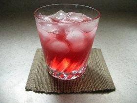 夏ばて解消!ルビー色の赤しそジュース