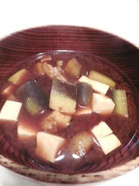 なすと豆腐の味噌汁