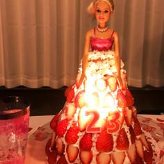 たっぷりいちごのバービーケーキ♡