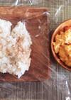 卵と塩昆布と鮭のおにぎり