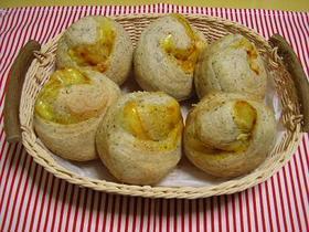 カレー粉&チリペッパーロールパン