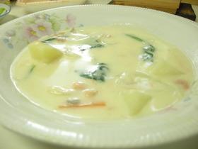 鮭の手作りクリームシチュー チーズ仕立て