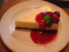 2層のラズベリーチーズケーキ