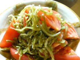 トマトと茎わかめのサラダ
