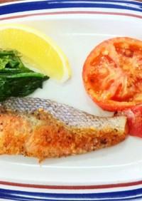 鮭のムニエルと温野菜の付け合せ