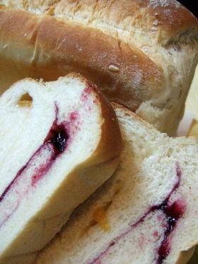 カシス&さくらんぼジャムの くるくるパン