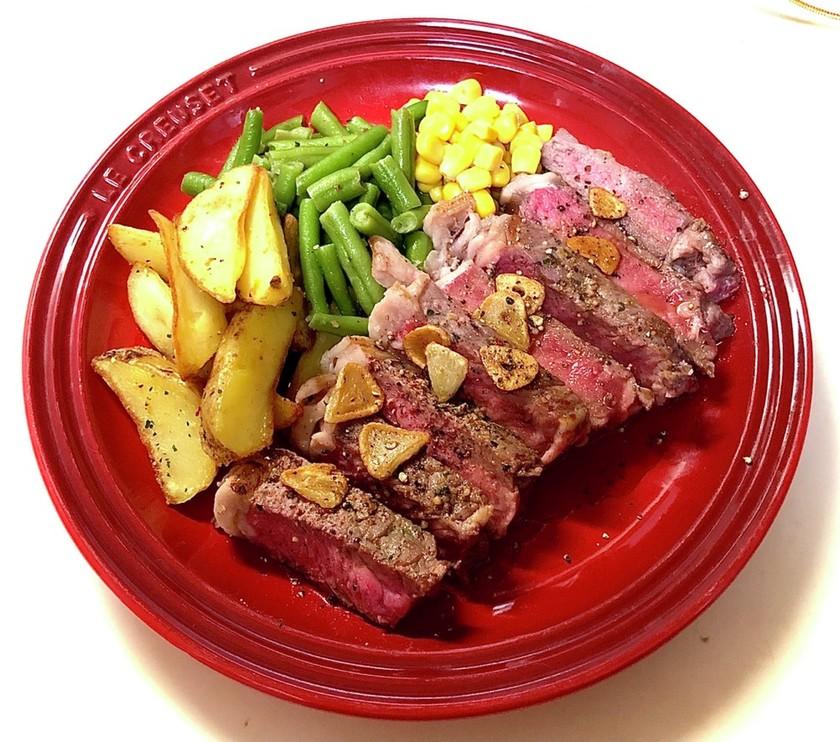 お安い牛肉で柔らか仕上げのビーフステーキ