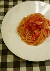 トマトとベーコンのシンプルパスタ。