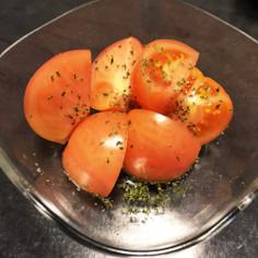 トマトに岩塩とパセリかけただけ☆