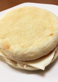 イングリッシュマフィンのハムチーズサンド