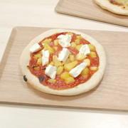グァバとパイナップルのデザートピザの写真
