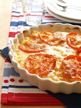トマトとモッツアレラのせヨーグルベーコンポテト焼き