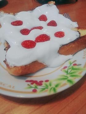 いちごフレンチトーストのマシュマロのせ