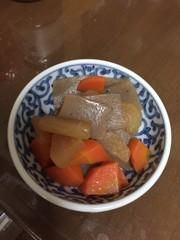 蒟蒻・大根・人参の煮物の写真