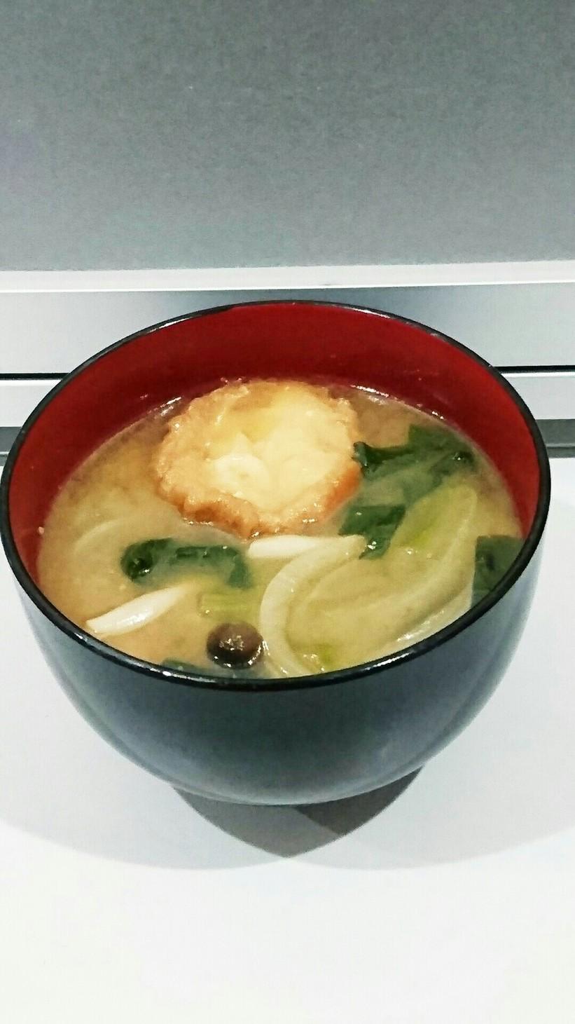 仙台麩と小松菜・しめじ・玉ねぎの味噌汁