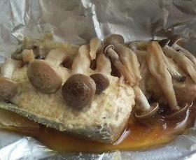 簡単!鮭ときのこのホイル蒸し・味噌マヨ味