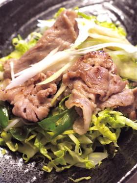 ネギ塩豚、千切りキャベツにのせて。