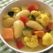 カリフラワーと豆のカレーミルクスープ