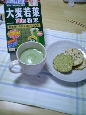 抹茶風味の青汁粉末でホットミルク♪