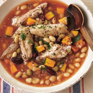 鶏手羽と豆の煮こみ