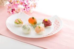 お雛様を祝う「手まり寿司」