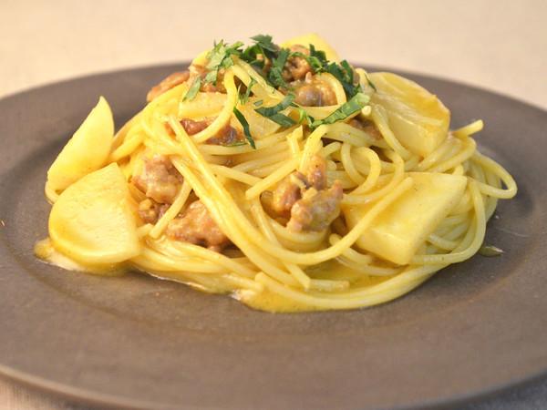 スパゲッティー サルシッチャとかぶのカレー風味
