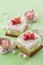 ひしもちカラーのフルーチェムースデザートの写真