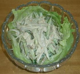 蒸し鶏とゴボウのゴマ風味サラダ