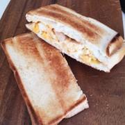 燻製卵ホットサンドの写真