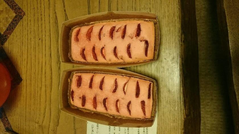 ピンク色のいちごパウンドケーキ♡