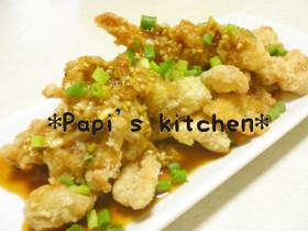 カリカリ(ゝω<*)鶏皮のニンニクソース