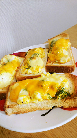 ゆで卵マヨネーズのチーズトースト