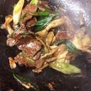 簡単!葉玉ねぎ牛肉、舞茸のオイスター炒め