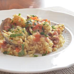 カレー風味のひき肉とあさりのパエリア