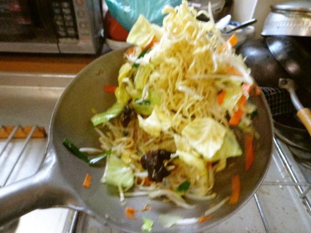 最強のチタン鍋で中華焼きそば
