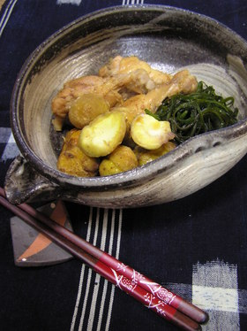 手羽元・栗・切り昆布の煮物