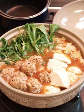 カラフル鶏肉団子のコク味噌鍋