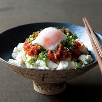 豆腐の小どんぶり キムチの温泉卵のっけ丼
