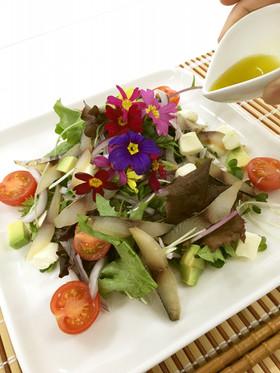 さわら燻製のお花畑サラダ