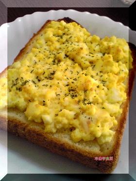 チーズとたまごのオープンサンド