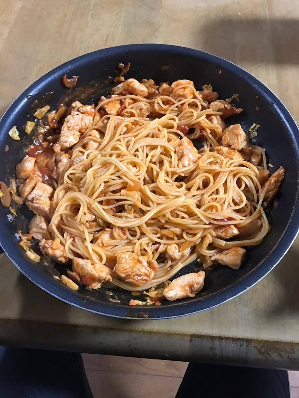 鶏胸肉のトマトパスタ(筋肉飯)