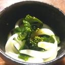 新若芽とサラダ玉ねぎのサラダ