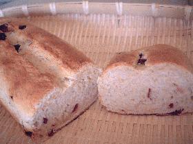 しっとりおいしい、クランベリー・オートミールパン。