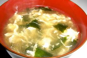 簡単♪ワカメと玉子のとろ〜り中華スープ